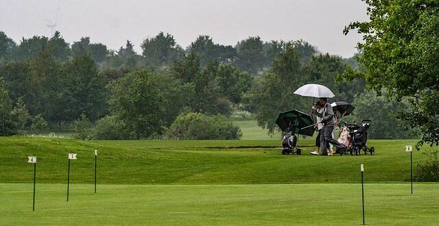 Best Golf Rain Gloves For Wet Weather